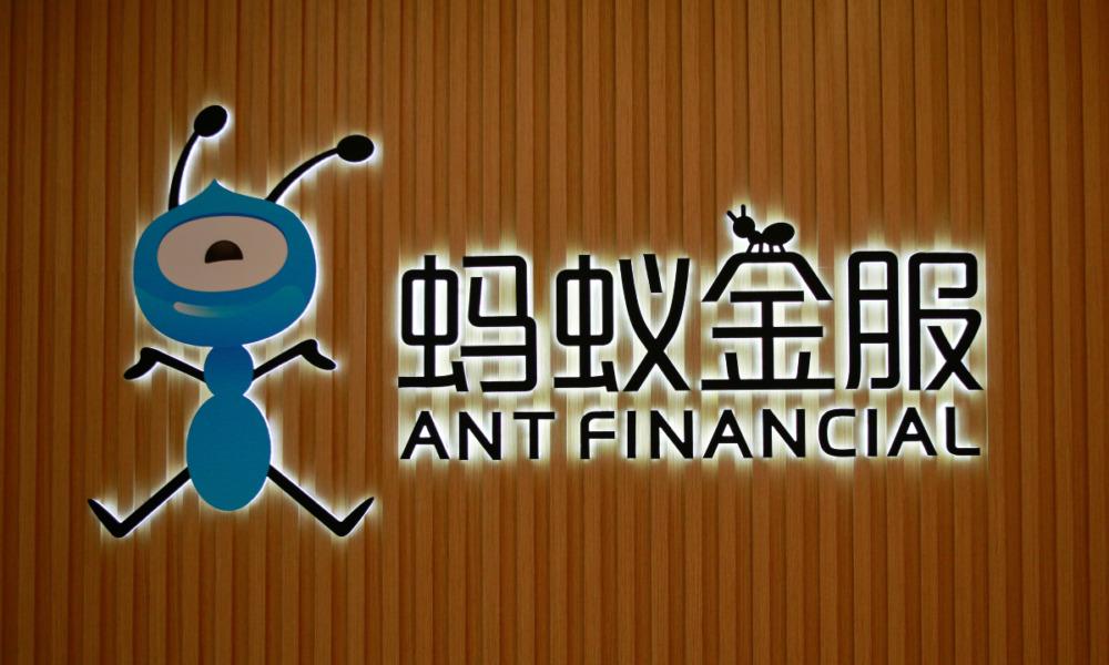 Standard Bank invierte en tecnología para vencer a fintechs como Ant Group