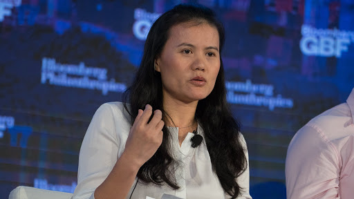 Lucy Peng, cofundadora de Alibaba y ex CEO de Ant, es una de las mujeres más ricas dentro del mundo empresarial y pronto esto aumentará con la OPI histórica de Ant. Fuente: Bloomberg
