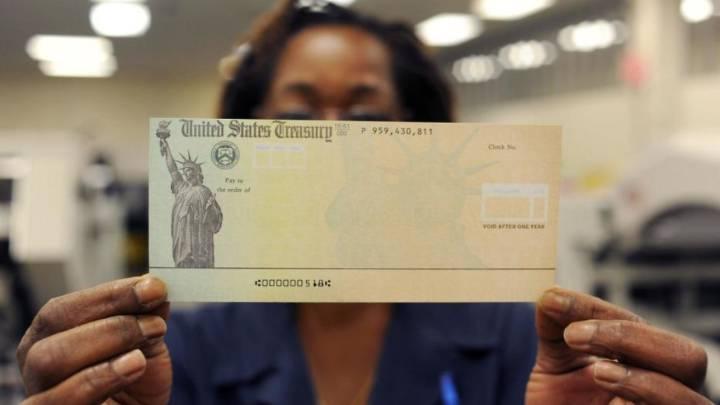 El cheque de estímulo o ayuda gubernamental que recibirán las familias de Estados Unidos, equivale a $600. Muchos de los recipientes están considerando invertirlos en acciones o criptomonedas. Fuente: AS USA