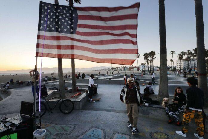 Informe de la Reserva Federal señaló que los jóvenes en Estados Unidos superaron por primera vez los 10 billones de dólares en activos