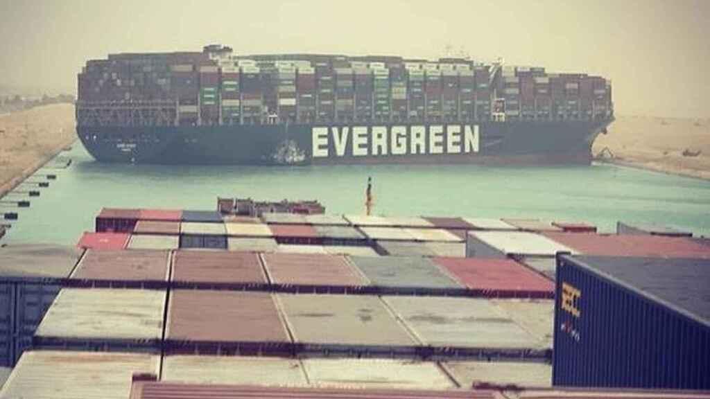 El petróleo gana más de $3 después de la varada de un barco del Canal de Suez