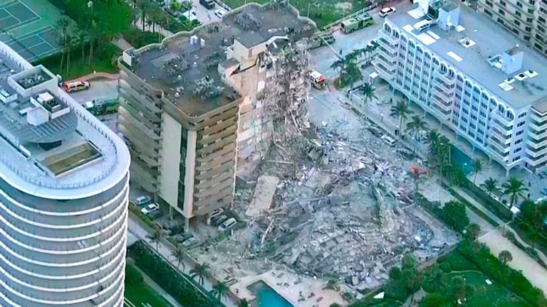 El derrumbe del edificio de Miami dejó cerca de 100 personas desaparecidas