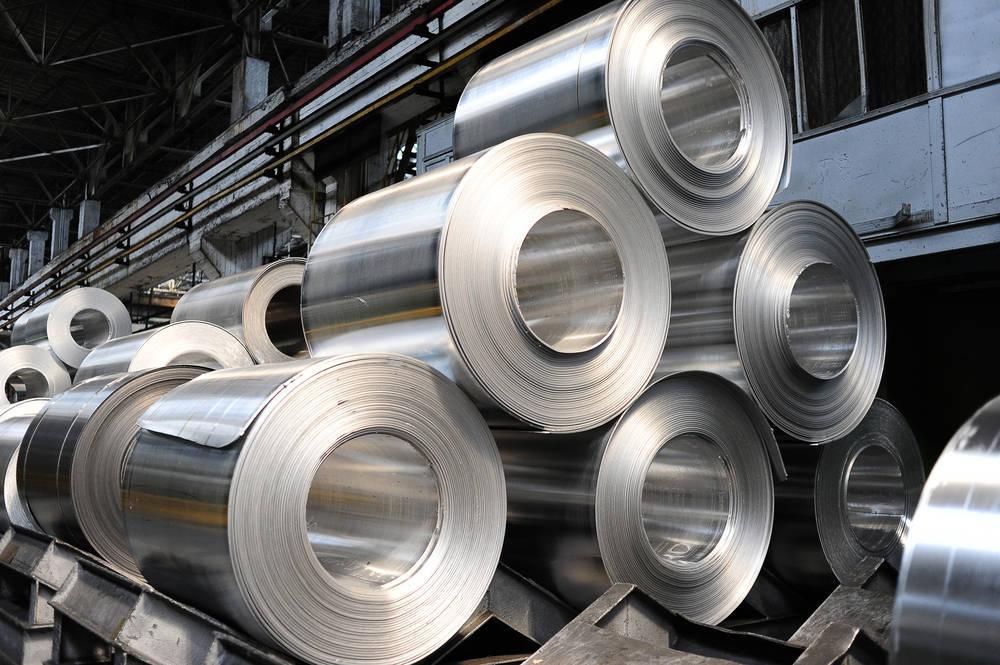 El precio del aluminio sigue al alza y los principales productores buscan responder