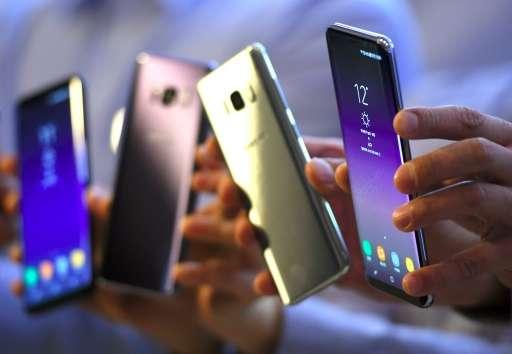 Los escases de chips afectará por igual a grandes y pequeñas industrias de telefonía móvil, aseguran expertos. Fuente: Phys.org