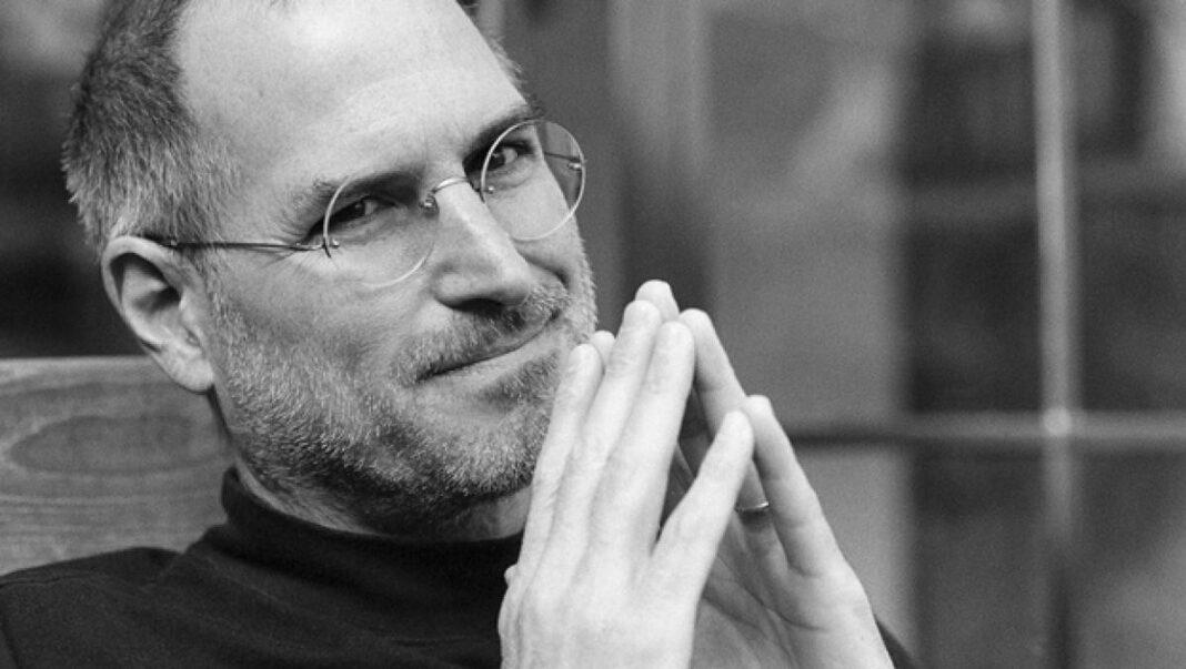 Subastan la solicitud de empleo de Steve Jobs como NFT