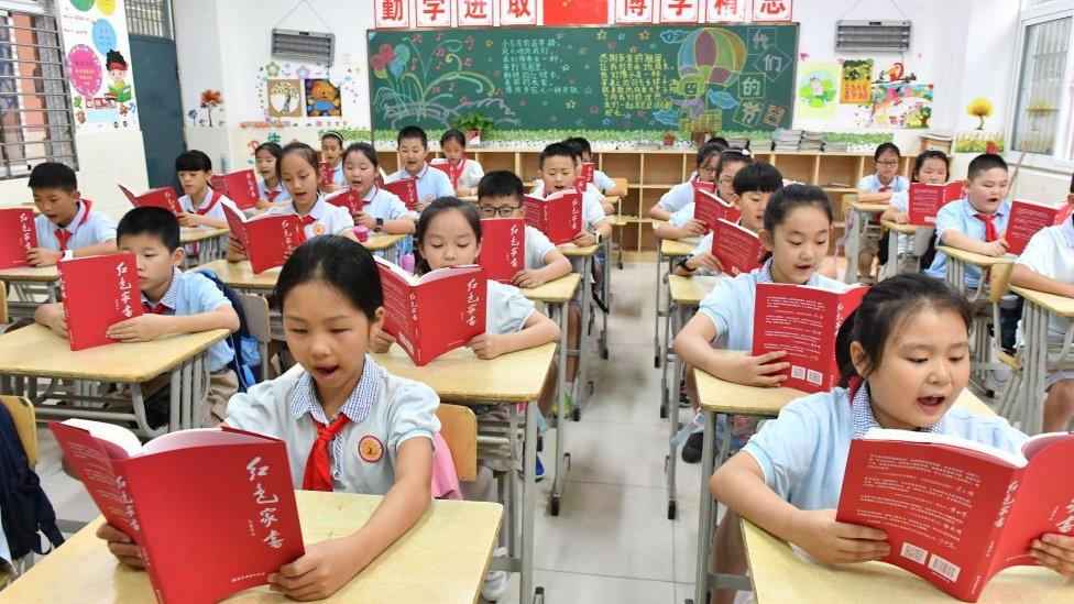 Las recientes medidas que aplicaron las autoridades en China contra las empresas relacionadas al sector de educación, tienen un carácter de seguridad nacional. Calificarlas como anticapitalistas es un error, afirma multimillonario Ray Dalio. Fuente: BBC