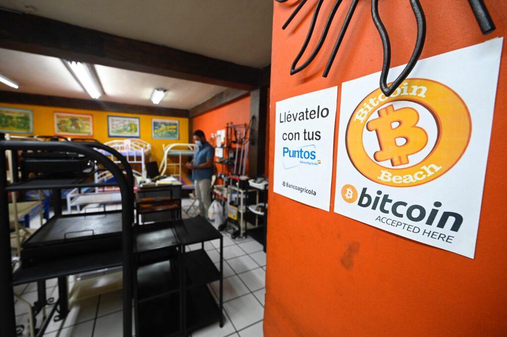 Adopción de Bitcoin en El Salvador, pone en peligro su calificación crediticia y su relación con los programas de ayuda del FMI, afirma reporte de S&P Global. Fuente: Nation World News