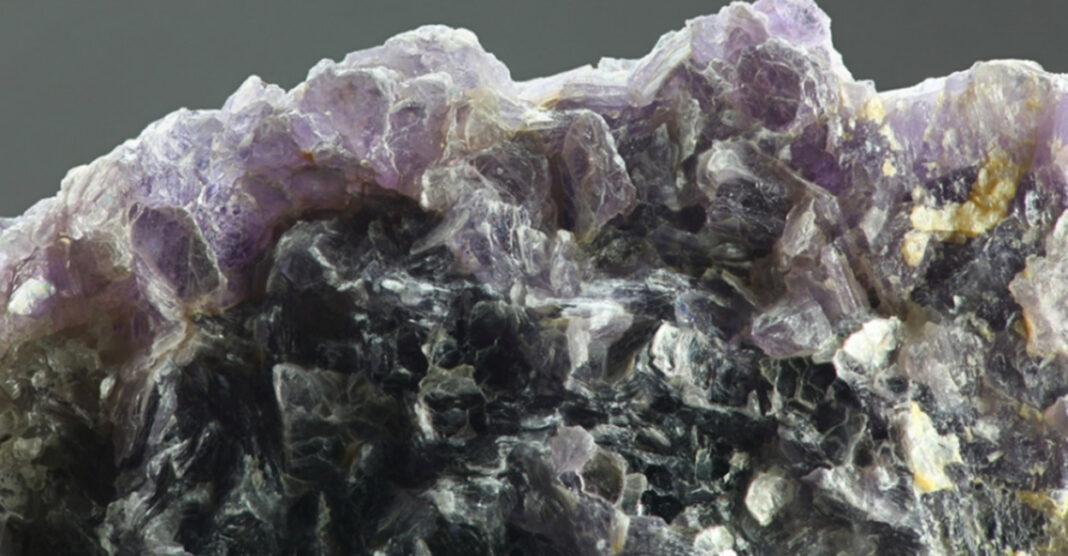 China pone los ojos en millonarias reservas minerales de Afganistán