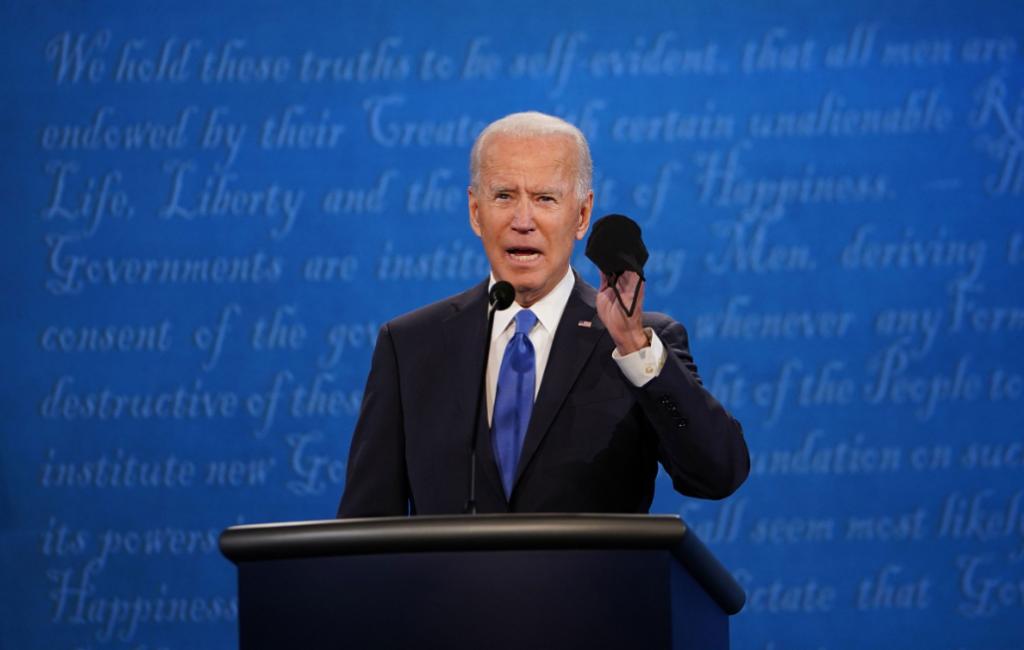 Joe Biden dejó en claro su postura hacia los mercados petroleros, durante el debate presidencial el día 22 de octubre. Prometió que haría una transición de los combustibles fósiles hacia energías limpias y renovables. Fuente: ABC News