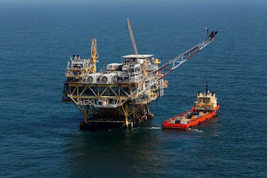 Plataforma petrolera situada en Golfo de México frente a la costa de Luisiana. Lugar en donde se buscaría adquirir nuevos lotes de tierra para la explotación de petróleo y gas, de ser elegido. Fuente: WashingtonPost
