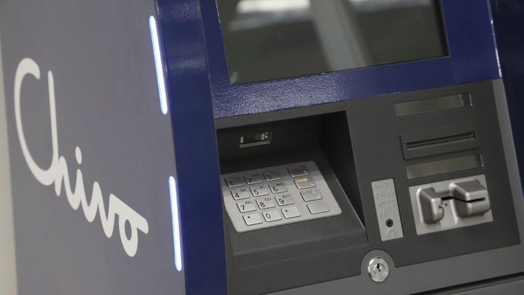 Chivo Wallet representa múltiples ventajas para los ciudadanos de El Salvador en comparación con empresas intermediarias como Western Union y MoneyGram. Fuente: Dallas Morning News