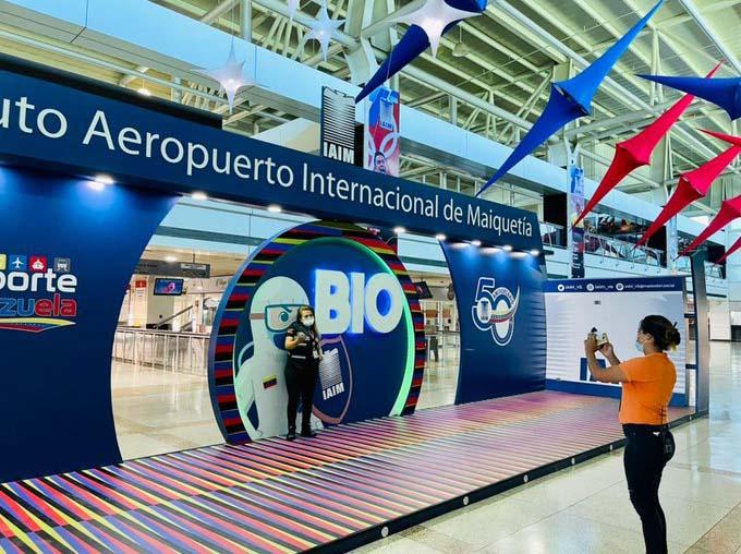 Los boletos aéreos en el terminal aéreo Simón Bolívar de Venezuela, ahora se podrán cancelar con criptomonedas. Fuente: Ultimasnoticias.com